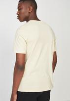 Cotton On - Tbar short sleeve tee - yellow