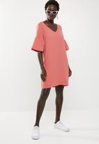 Vero Moda - Lee short sleeve short dress - coral