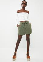 Vero Moda - Mia looses shorts - green