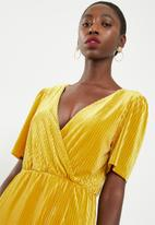 Vero Moda - Ella velvet short dress - yellow