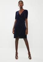 Vero Moda - Ella velvet short dress - navy