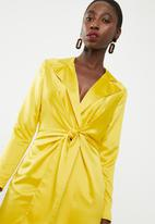 Missguided - Plunge collar tie shift dress - yellow