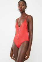 Missguided - Zipper rib high leg swimsuit - red