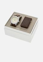 Fossil - Editor leather watch and wallet set - brown
