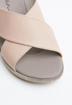 Phelan - Crossover leather wedge - beige