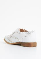 Superbalist - Ally brogue - white