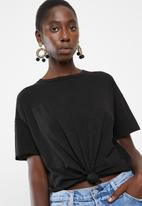 Vero Moda - Mascha short sleeve knot top - black