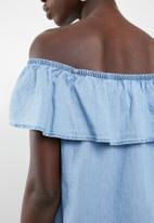 Vero Moda - Emilia chambray frill top - blue
