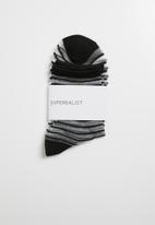 Superbalist - Vertical stripe sheer socks - black