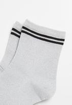 Superbalist - Sparkle ankle socks - white