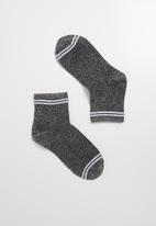 Superbalist - Sparkle ankle socks - grey