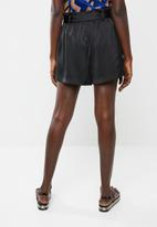 Vero Moda - Dala shorts - black