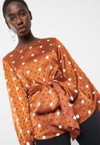 Vero Moda - Daniella dot tie long sleeve top - brown