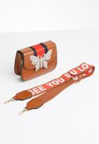 STYLE REPUBLIC - Stripe handle slingbag - tan