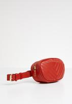 STYLE REPUBLIC - Round quilted moonbag - red