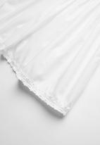Rebel Republic - Flower detail dress - white