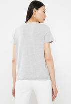 Vero Moda - Patch t-shirt - grey