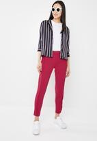 Jacqueline de Yong - Honey frill pants - red