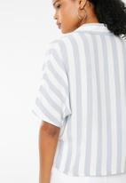 Superbalist - Drop shoulder crop shirt - blue stripe