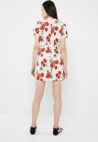 c(inch) - Basic wrap dress - white