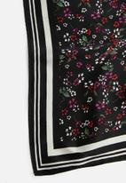 Vero Moda - Zoe scarf - black