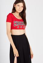 Supré  - Printed tiny tee chicago - red