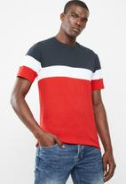 Only & Sons - Bailey colourblock short sleeve tee - navy & red