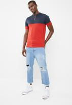 Only & Sons - Half zip colour block tee - navy/red