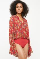 Missguided - Balloon sleeve bodysuit - red