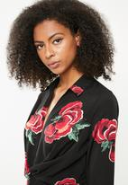 Missguided - Floral collared twist front flared sleeve dress- black