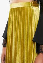 Missguided - Pleated knee length skirt - gold