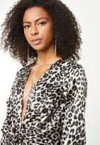 Missguided - Satin drape blouse - black