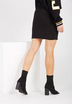 Supré  - Fitted mini double layer skirt - black