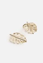 MANGO - Leaf earrings - gold
