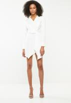 Missguided - Asymmetric knot shirt dress - white