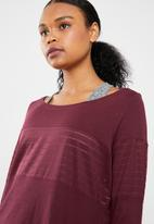 Reebok - Mesh long sleeve layer tee - burgundy