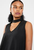Superbalist - Sleeveless choker blouse - black