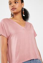 Superbalist - Slub tee with V-neck - pink