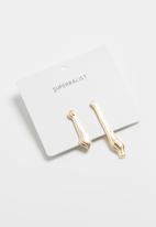 Superbalist - Shannon mismatched earrings - gold