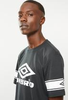 Umbro - Umbro barrier tee - black & white