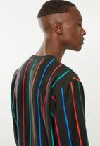 Umbro - Umbro malone pin stripe sweat - black