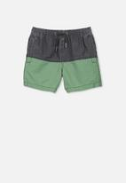 Cotton On - Murphy swim short -green & black