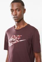 Nike - Nsw tee - maroon
