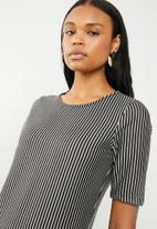 edit - Short sleeve pencil dress - black and white