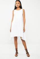 edit - Sleeveless a-line dress - white
