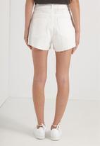 Cotton On - High rise flashback shorts - white