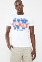 STYLE REPUBLIC - 1953 New York slogan varsity tee - white