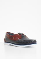 STYLE REPUBLIC - Classic 2 tone leather boat shoe - navy & burgundy