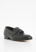 STYLE REPUBLIC - Burnish leather tassle slip-on - black