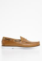 STYLE REPUBLIC - Penny slip-on leather boat shoes - tan